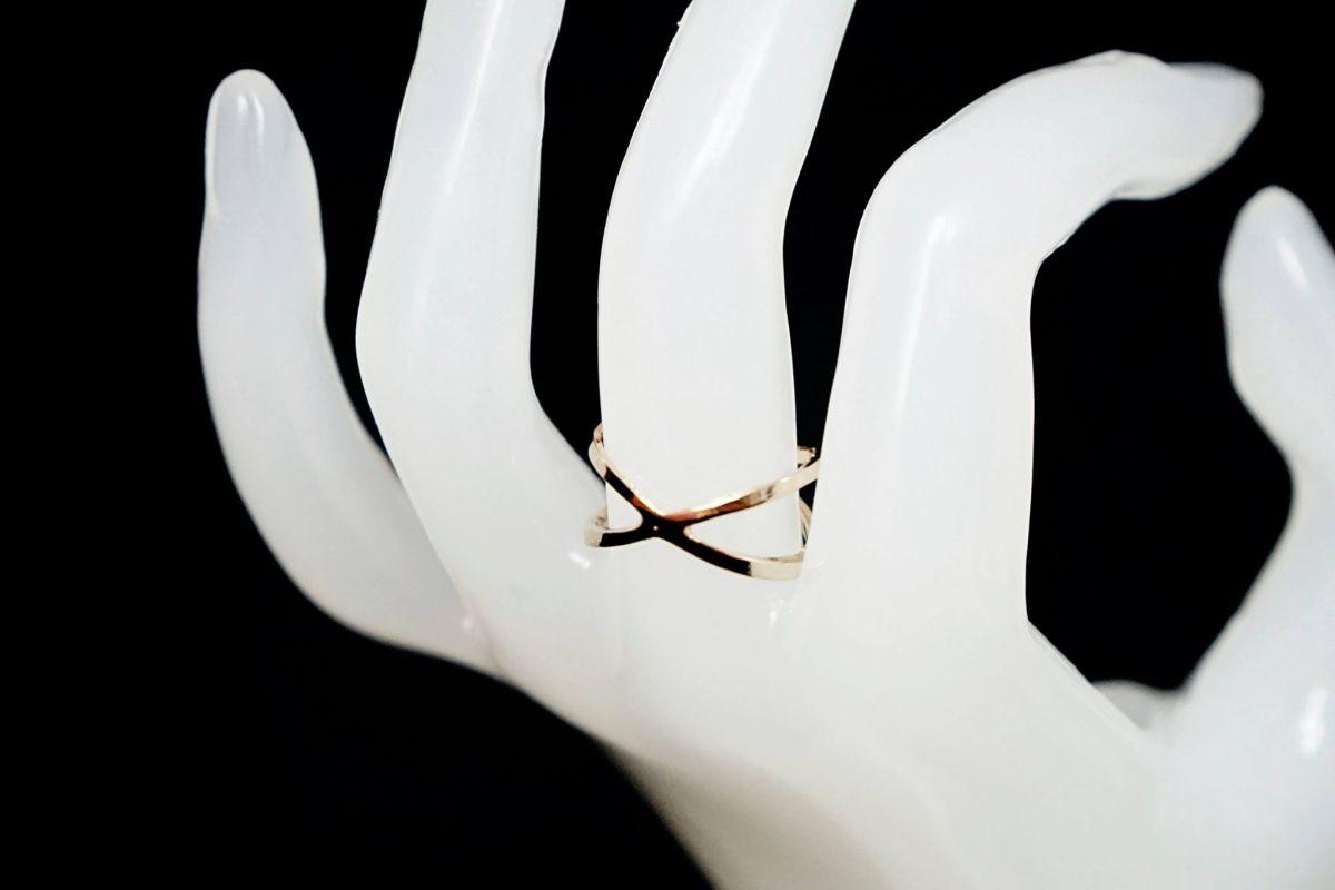 Překřížený prsten